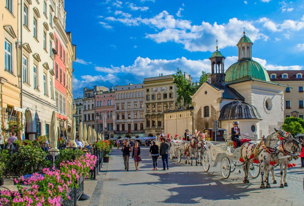 Stora torgets norröstra del med St. Adalberts kyrka och början på Grodzka gatan