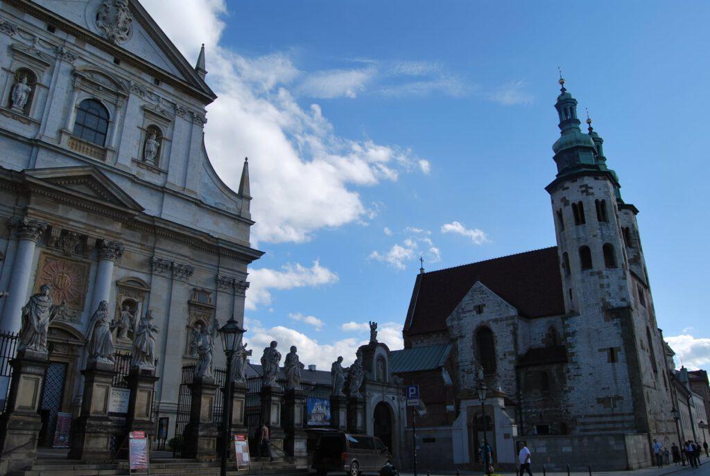 Barockkyrkan St. Petri och Pauli till vänster och romanska kyrkan St. Andreas till höger