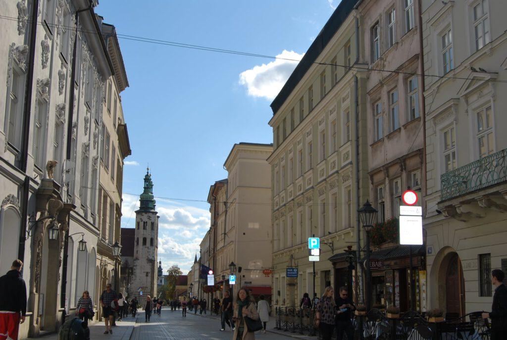 Grodzka gatan (utsikten från Stora torgets sida) med den romanska kyrkan Sankt Andreas