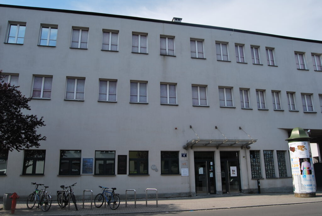 Schindlers fabrik. Då en administrativ byggnad, i dag ett museum.